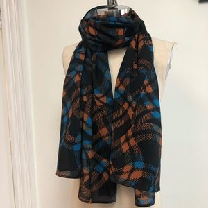 Patterned wool long scarf